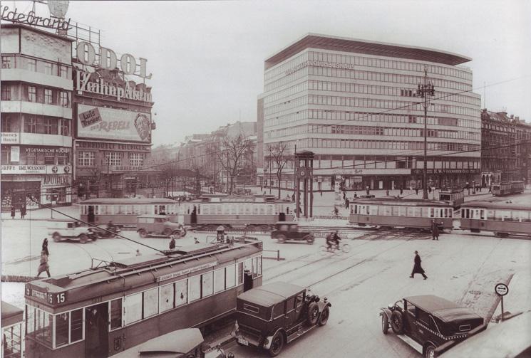Potsdamer_Platz_mit_Columbushaus,_1932