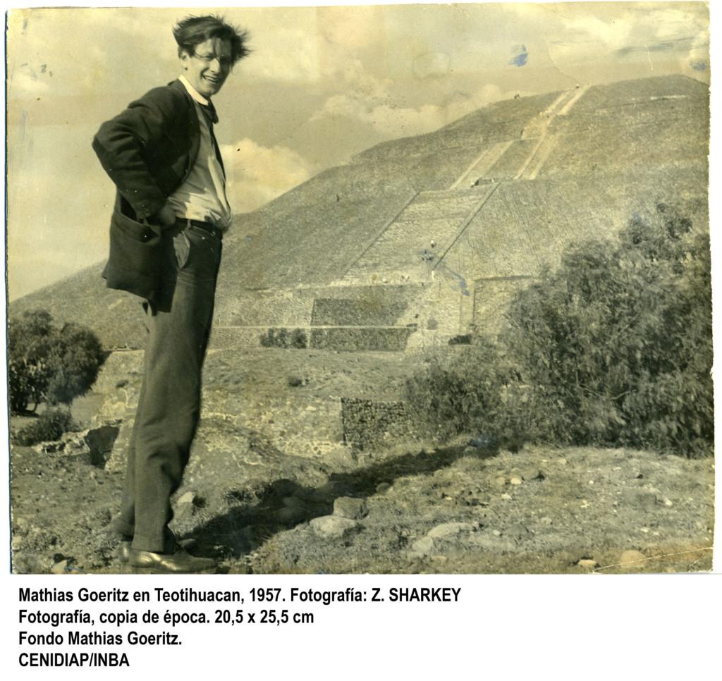 mathias_goeritz_en_teotihuacan_1957_0
